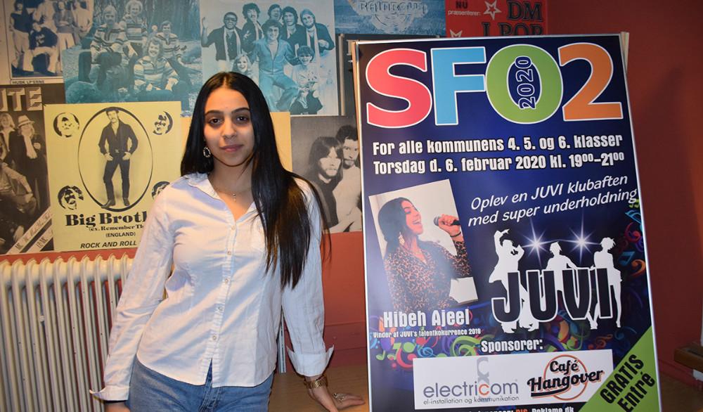 17-årig Hibeh vandt Talentkonkurrencen i Juvi sidste år, og sang torsdag aften for 4.,5. og 6. klasserne i Juvi Klubben. Foto: Gitte Korsgaard.