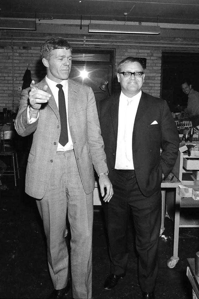 Arne Bybjerg, til venstre,  startede produktionen af Carmen Curlers. Foto: Henry Frederiksen