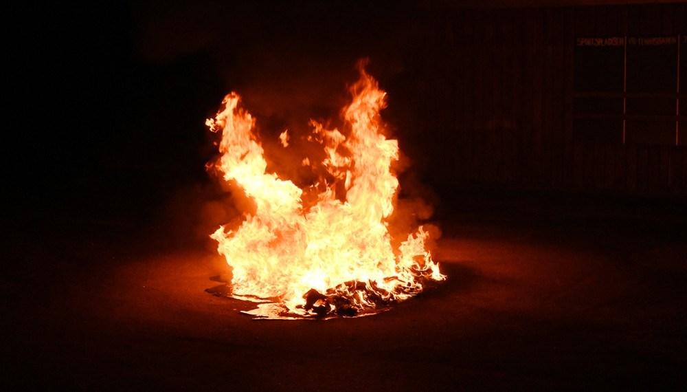 Der blev bl.a. sat ild til en affaldscontainer, som udbrændte totalt. Foto: Jens Nielsen