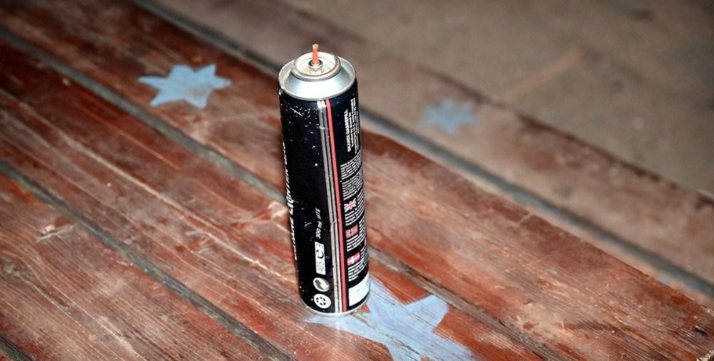 Der var efterladt en tom dåse lightergas på stedet. Foto: Jens Nielsen