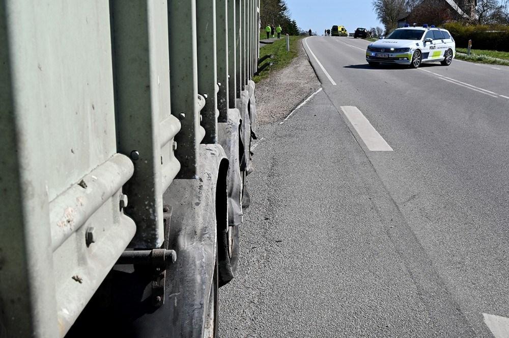 Gørlev Landevej var spærret mens der blev ryddet op på stedet. Foto: Jens Nielsen
