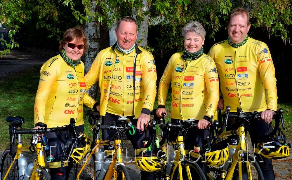 De to Kalundborg ægtepar som skal cykle til Paris. Fra venstre er det Jannie og Tom Christensen samt Betina og Jesper Thomsen. Foto: Jens Nielsen