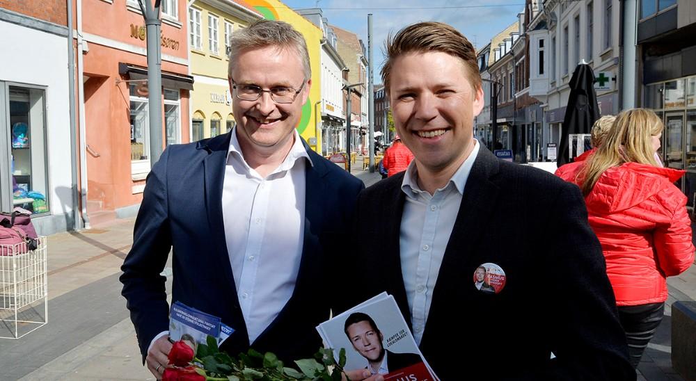 Jacob Jensen (V) og Rasmus Horn Langhoff (A) klar til valgkamp i Kordilgade. Foto: Jens Nielsen