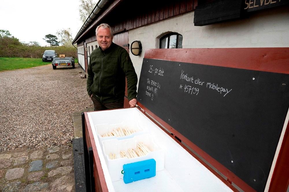 Når gårdbutikken er lukket kan man købe asparges i selvbetjenings boden. Foto: Jens Nielsen