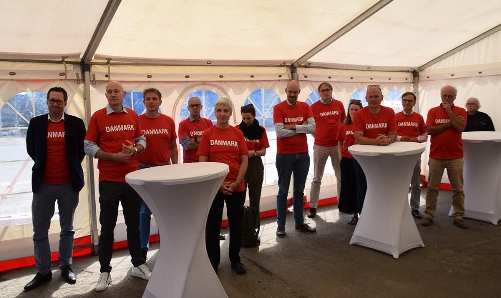 Hele den tyske delegation kom iklædt røde Danmarks trøjer i anledning af EM fodboldkampen onsdag aften. Foto: Gitte Korsgaard.