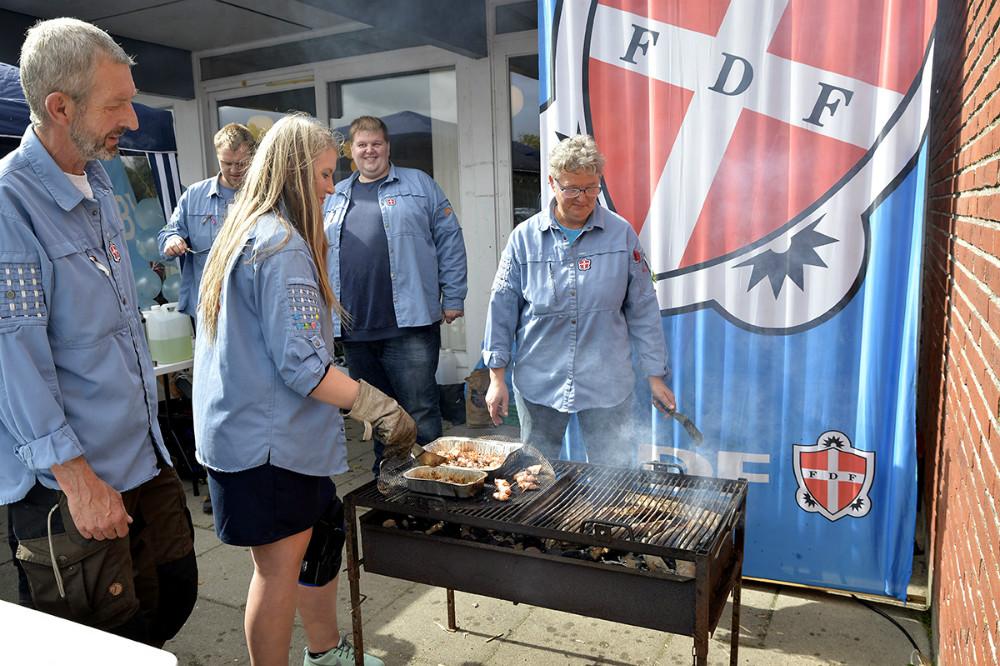 FDF Ubby serverede lækerier. Foto Jens Nielsen