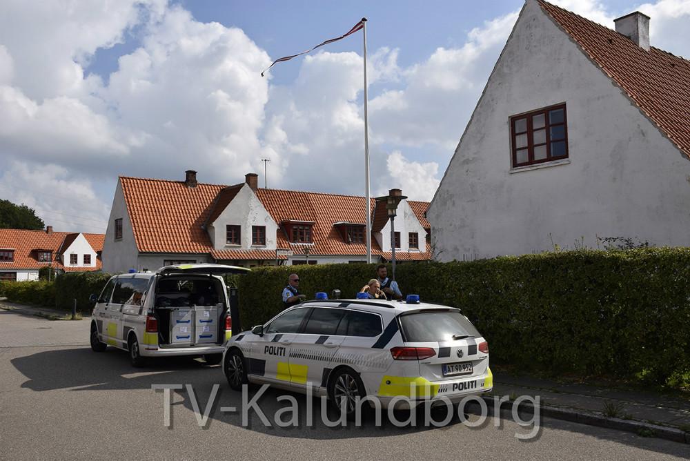 Politiet på Poulas Allé/ Niels Valdemars Allé i går. Foto: Gitte Korsgaard.