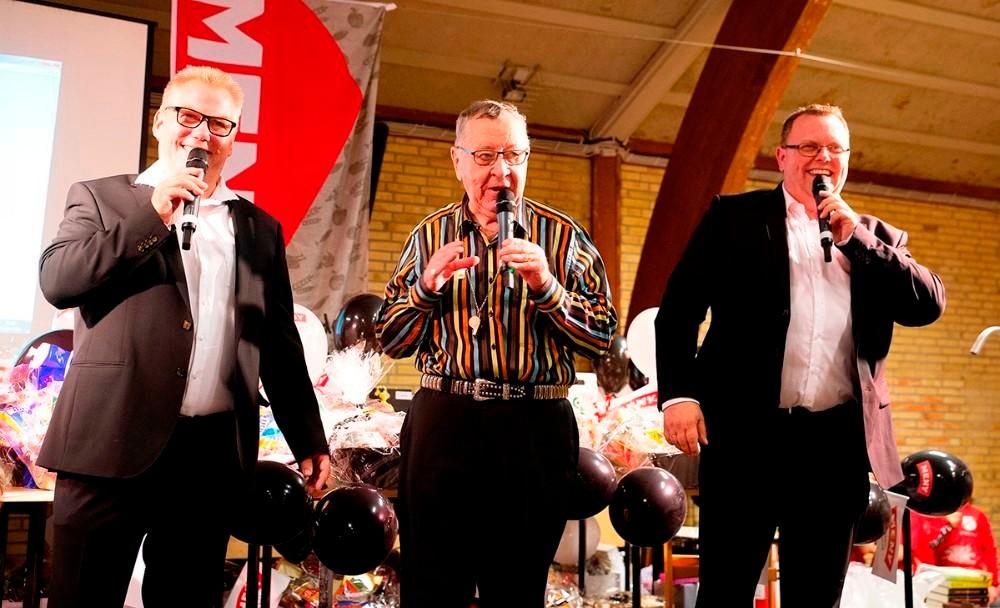 Banko-entertainer, Banko Carl står for afviklingen af det store bingo show sammen med Butterflies. Foto: Jens Nielsen