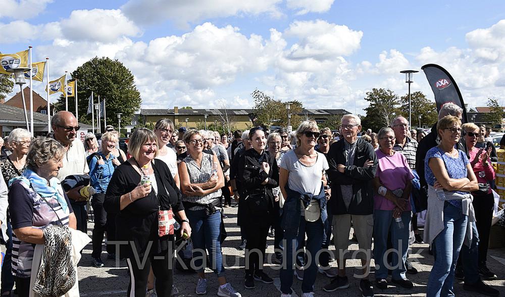 Det var en veloplagt Chris MacDonald, der var forbi Kvickly i Kalundborg lørdag i forbindelse med ´Walk ´n´ Talk´ arrangementet, og rigtig mange mennesker var mødt op. Foto: Gitte Korsgaard.