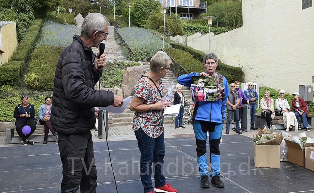Årets udøver blev Pernille Olsen fra Kalundborg Bueskytteforening. Hun er pt. til VM i 3D bueskydning i Canada. Derfor tog Hanne Christensen, fra samme forening, imod prisen. Foto: Gitte Korsgaard.