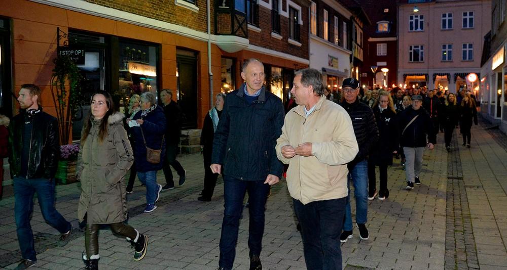 Borgmester Martin Damm gik forrest i optoget, her sammen med Martin Schwartzbach. Foto: Jens Nielsen