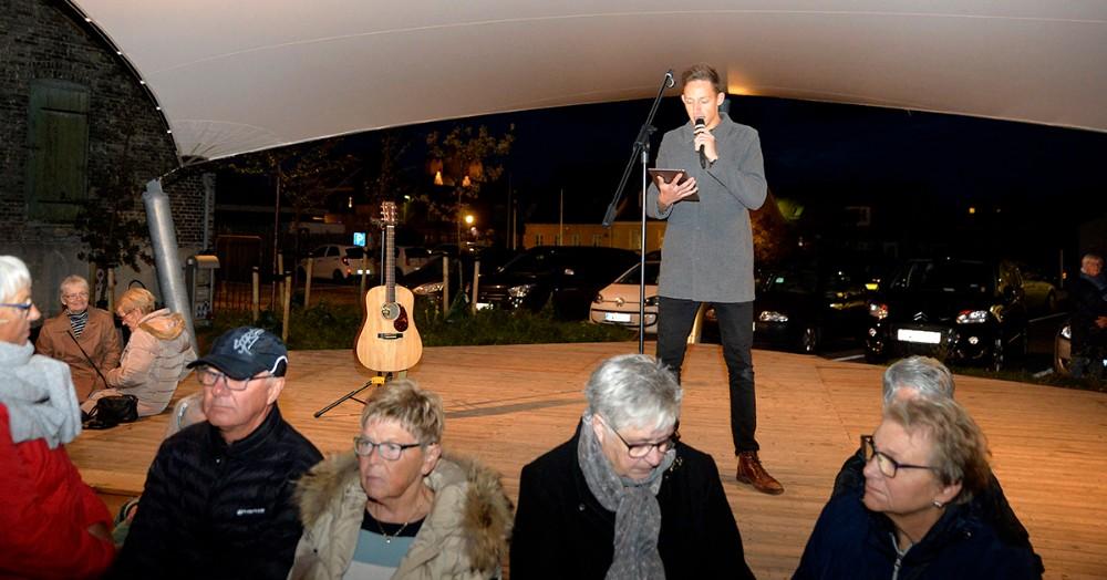 Forsanger i Move Out, Kenneth Vester fortalte lidt om Kim Larsen. Foto: Jens Nielsen