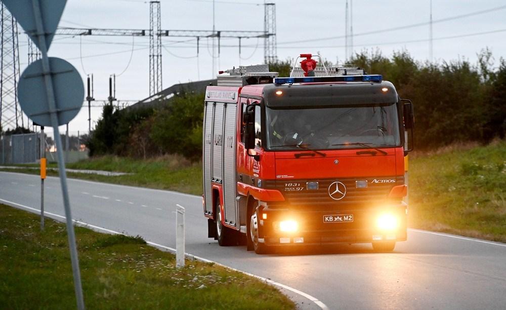 Brandfolkene nåede aldrig ind på raffinaderiet før alarmen blev afblæst. Foto: Jens Nielsen