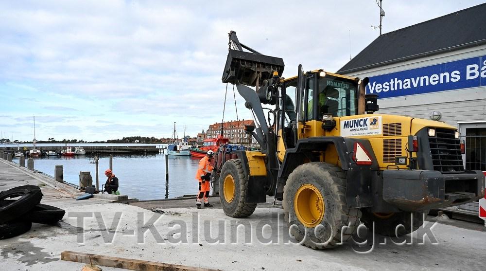 Arbejdet med at renovere kajen i den gamle vesthavn er gået i gang. Foto: Jens Nielsen