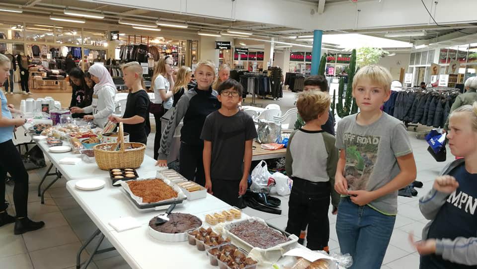 6.B fra Høng Skole ´bager for en sag´ torsdag den 10. oktober i Høng Centret.