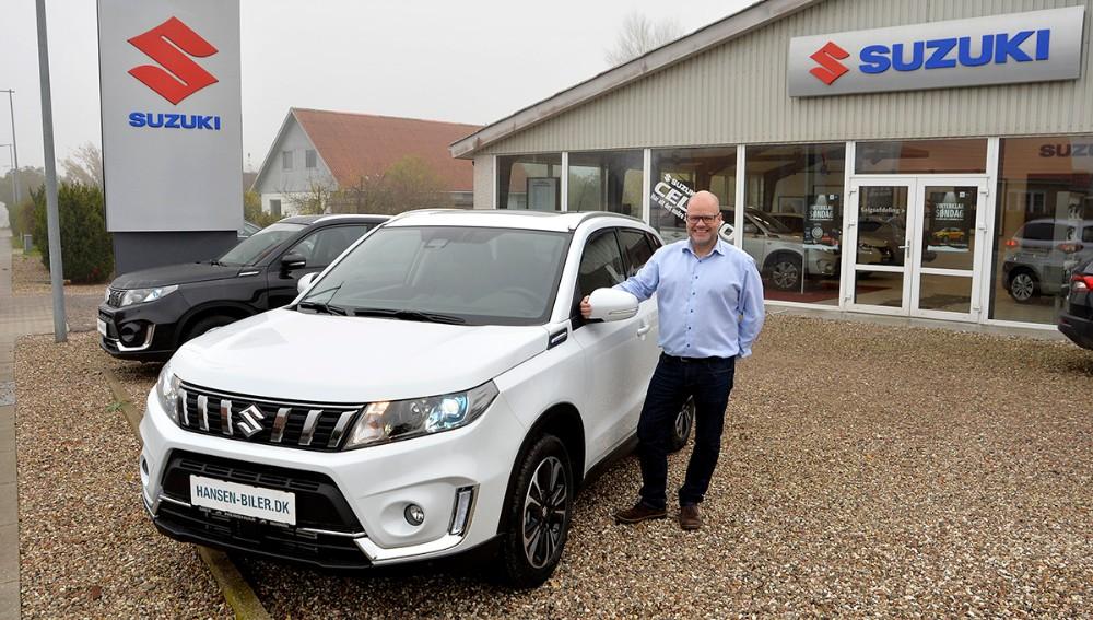 Sælger Rene Petersen, Hansen Biler, Kalundborg er klar til at vise den nye Suzuki Vitarafrem nu på søndag. Foto: Jens Nielsen
