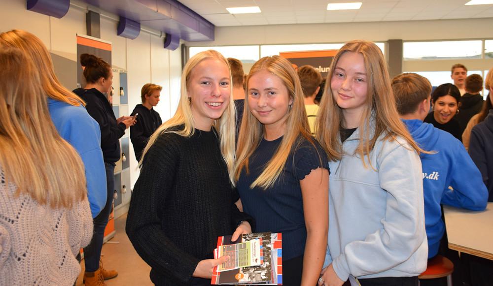 Fra venstre: Laura Bagge, Laura Pettersen og Marie-Louise Momme, der alle går i 9. klasse på Nyrupskolen. Foto: Gitte Korsgaard.