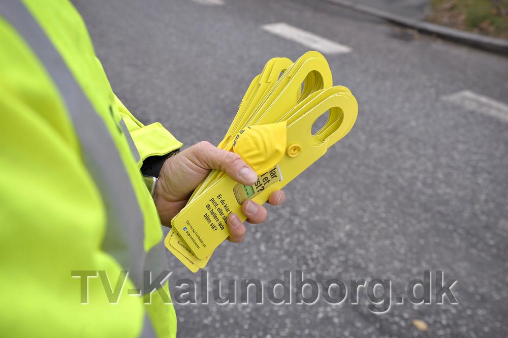 Bilisterne fik en uventet hilsen torsdag formiddag. Foto: Jens Nielsen