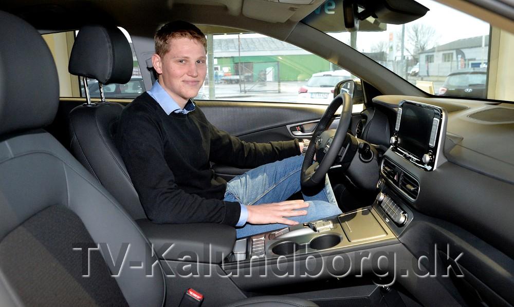 Hyundai ansvarlig hos Hans Frederiksen A/S, David Due Larsen, i den helt nye Hyundai KONA Electric. Foto: Jens Nielsen
