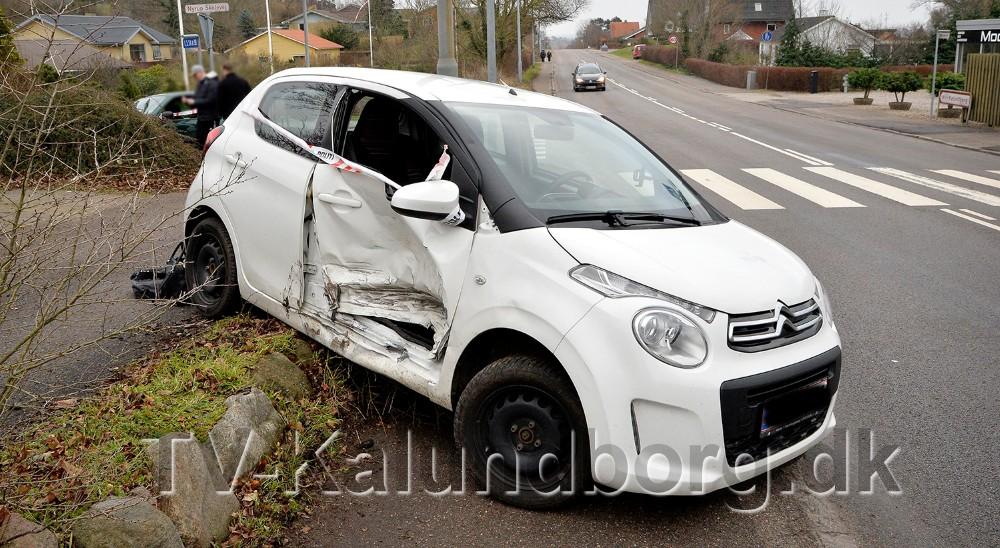 To personer fra bilen som blev påkørt, blev kørt til sygehuset. Foto: Jens Nielsen