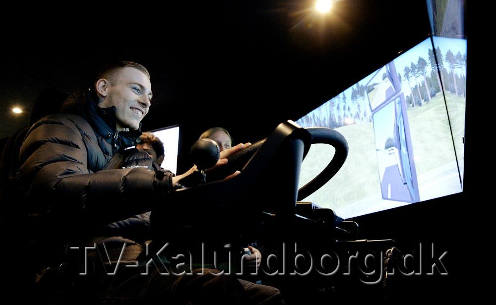 Deltagerne fik en tur i lastbilsimulatoren. Foto: Jens Nielsen