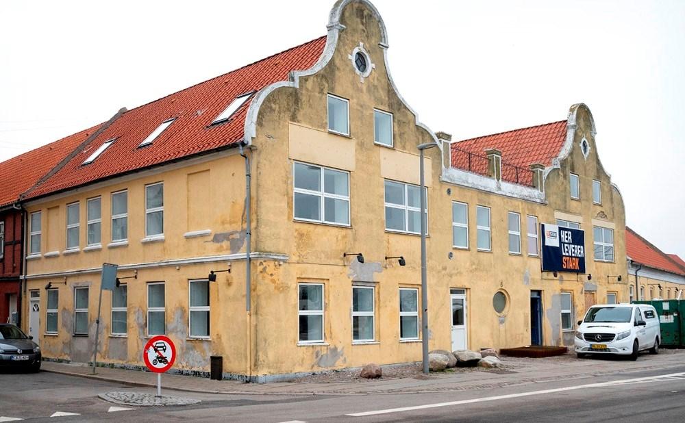 Facaden skal renoveres på den gamle bygning. Foto: Jens Nielsen