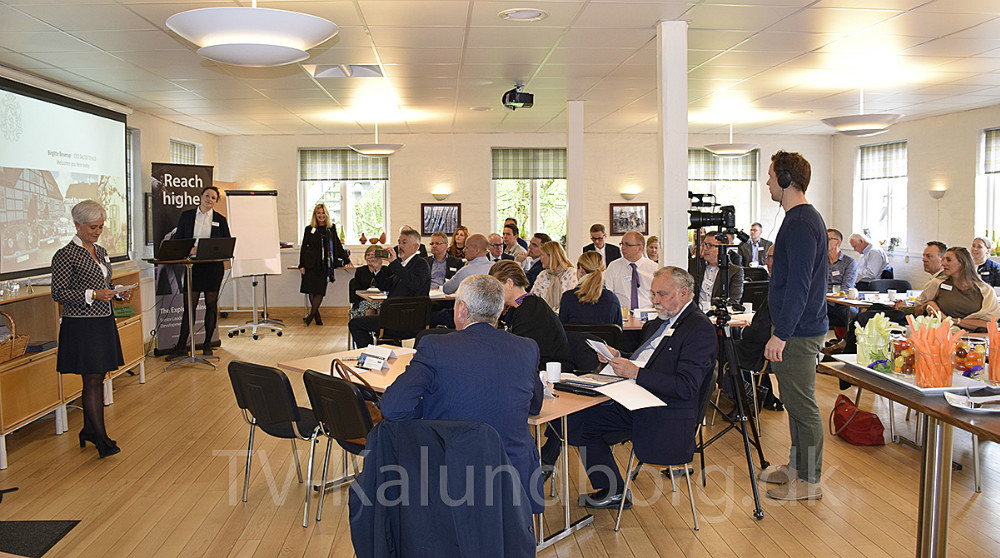 Birgitte Boserup fra Saltoftehus byder erhvervsledere velkomne til workhop i forbindelse med ny lederuddannelse på Saltoftehus. Foto: Gitte Korsgaard.
