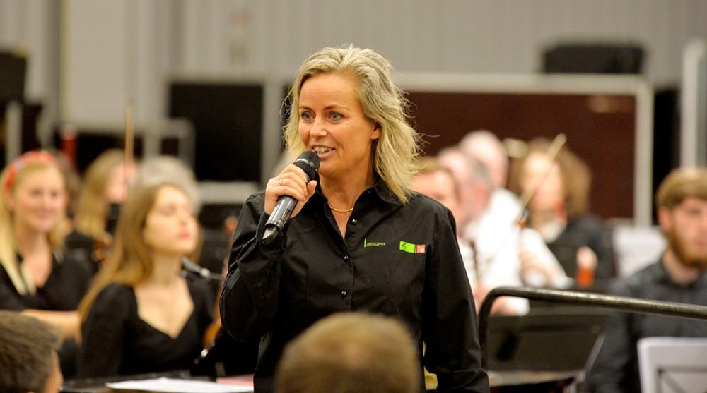 Heidi Holme Bjerborg, leder af Musisk Skole i Kalundborg, bød velkommen. Foto: Jens Nielsen