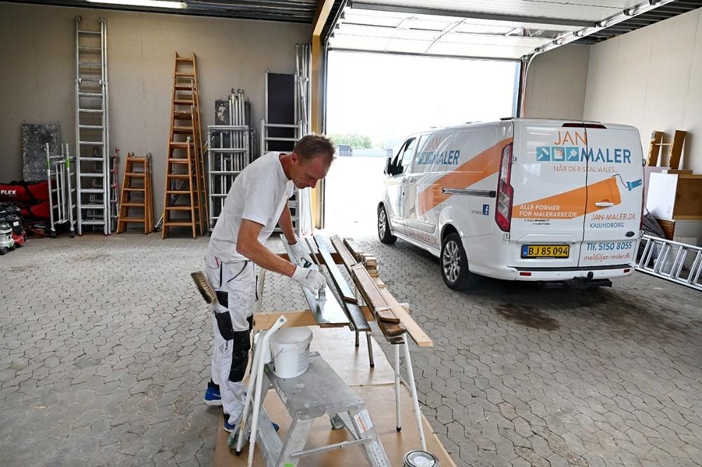 Jan Jønsson i det nye lager og værksted på Hareskovvej. Foto: Jens Nielsen