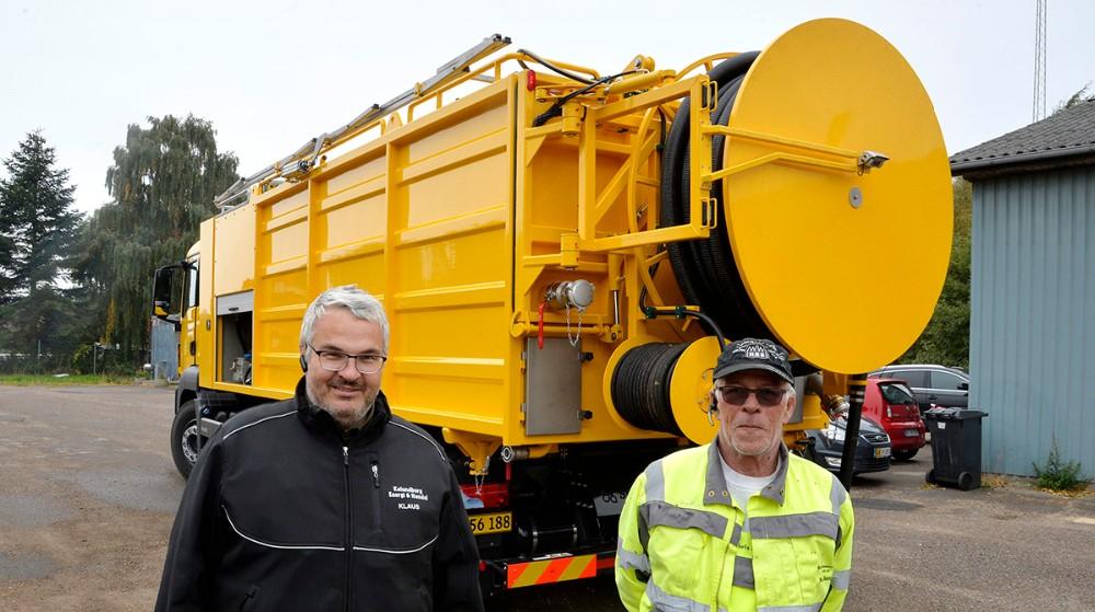 Klaus Mourits Erck Nielsen, indehaver af Klaus´ Kloakservice, sammen med operatør Niels Bang. Foto: Jens Nielsen