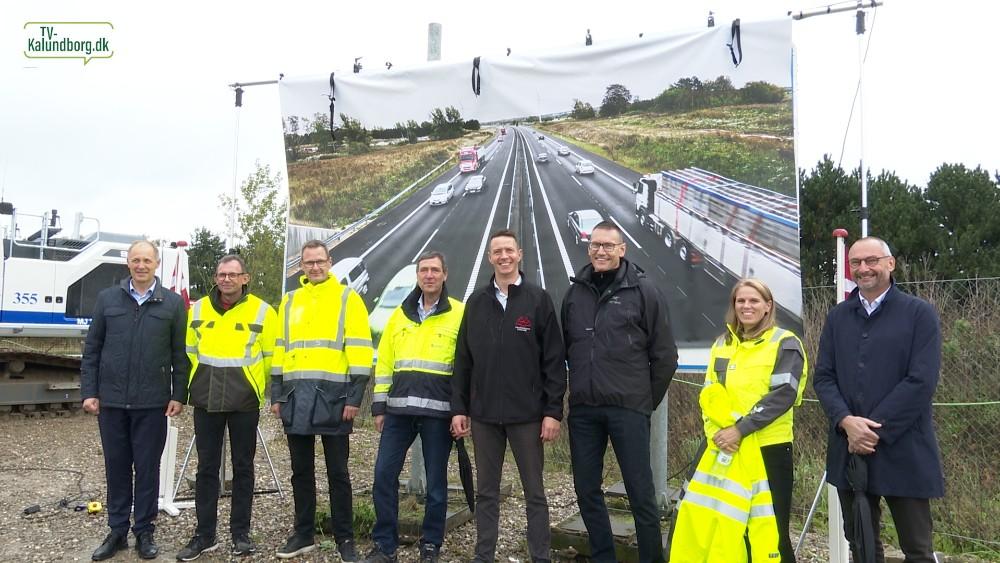 Repræsentanter fra en række kalundborgvirksomheder, kommune og erhvervsråd, var med til indvielsen af motorvejen. Foto: Jens Nielsen