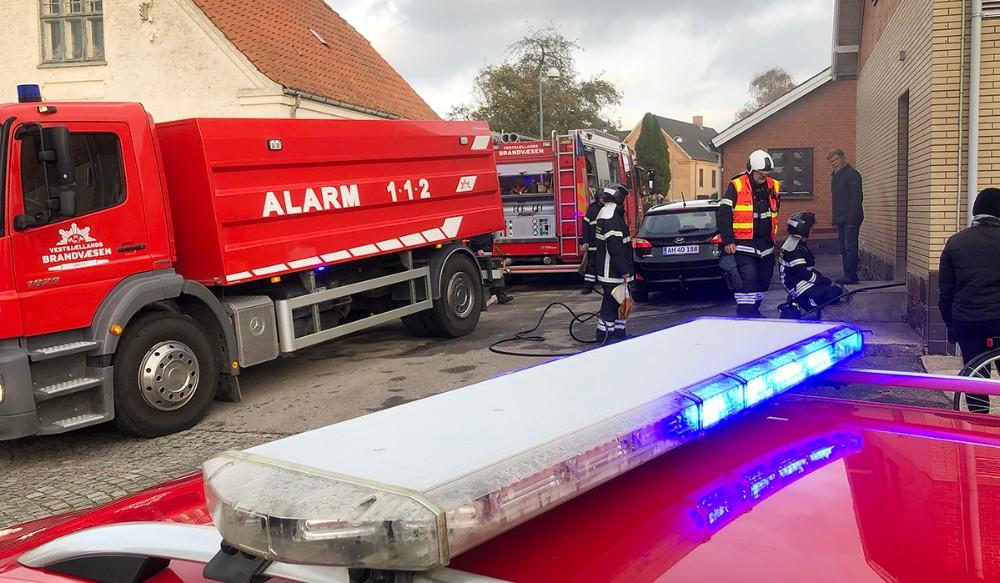 Brandvæsenet blev kaldt til brand på Hovedgaden i Høng,fredag eftermiddag. Foto: Jens Nielsen