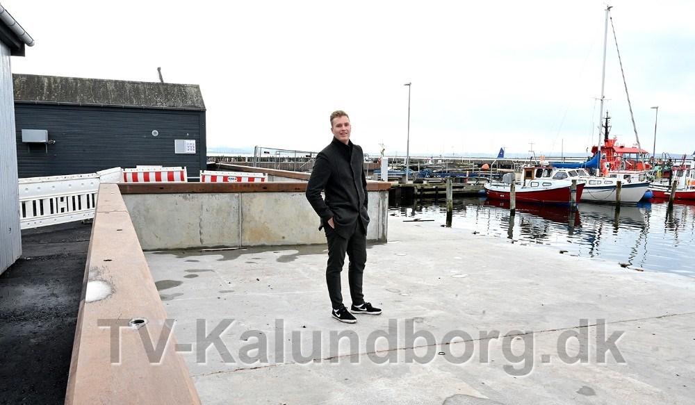Asger Øgelund er i dialog med Kalundborg Kommune om, at udvide udeserveringen på arealet ud mod vandet. Foto: Jens Nielsen