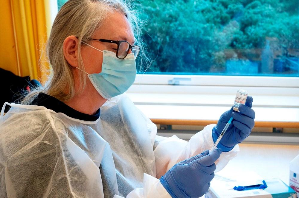 Vaccinen gøres klar til brug. Foto: Jens Nielsen