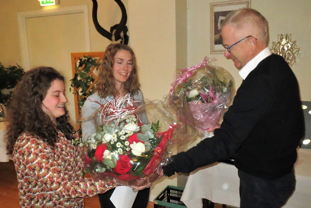 Legatmodtagere Caroline Strandberg, Rikke Them Lilholt sammen medfondsformandSøren Skovager. Privatfoto