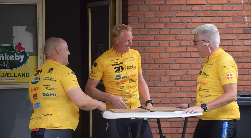 Team Rynkeby Vestsjælland cyklede fredag eftermiddag afsted på Danmarkstour. Her Lars Kjærgaard fra Kalundborg (i midten). Fotos: Gitte Korsgaard.