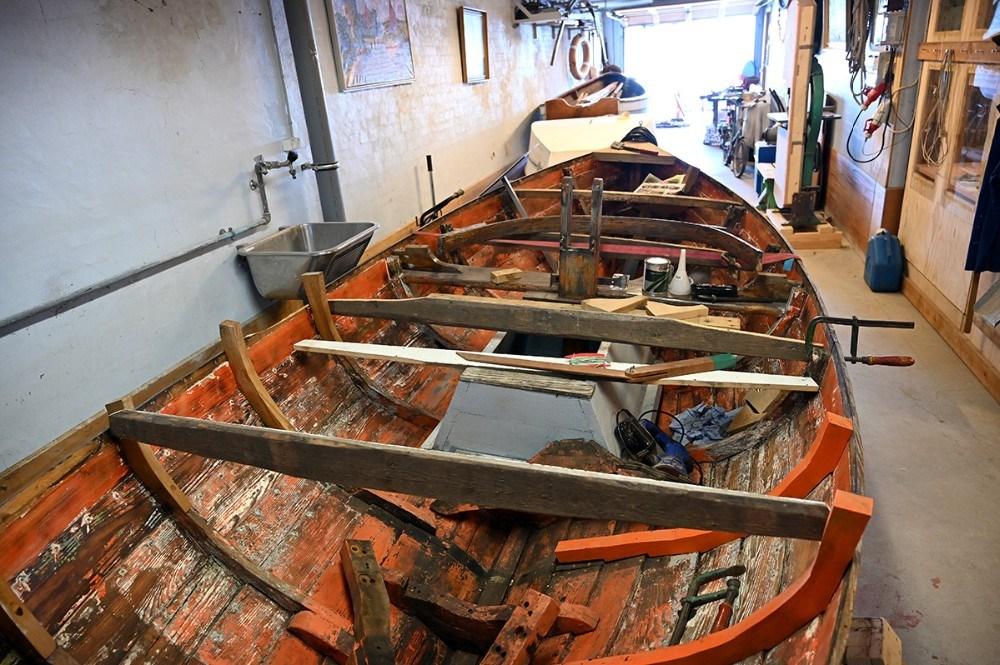 Det gamle skib som er under renovering har sejlet som fiskerbåd på Øresund. Foreningen har både sejl og motor til båden. Foto: Jens Nielsen