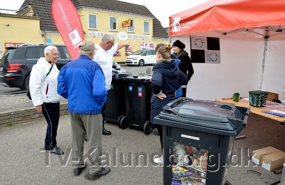 Medarbejdere fra Kalundborg Kommune var tirsdag i Havnsø for at præsentere den nye affaldsløsning som træder i kraft om to år. Foto: Jens Nielsen