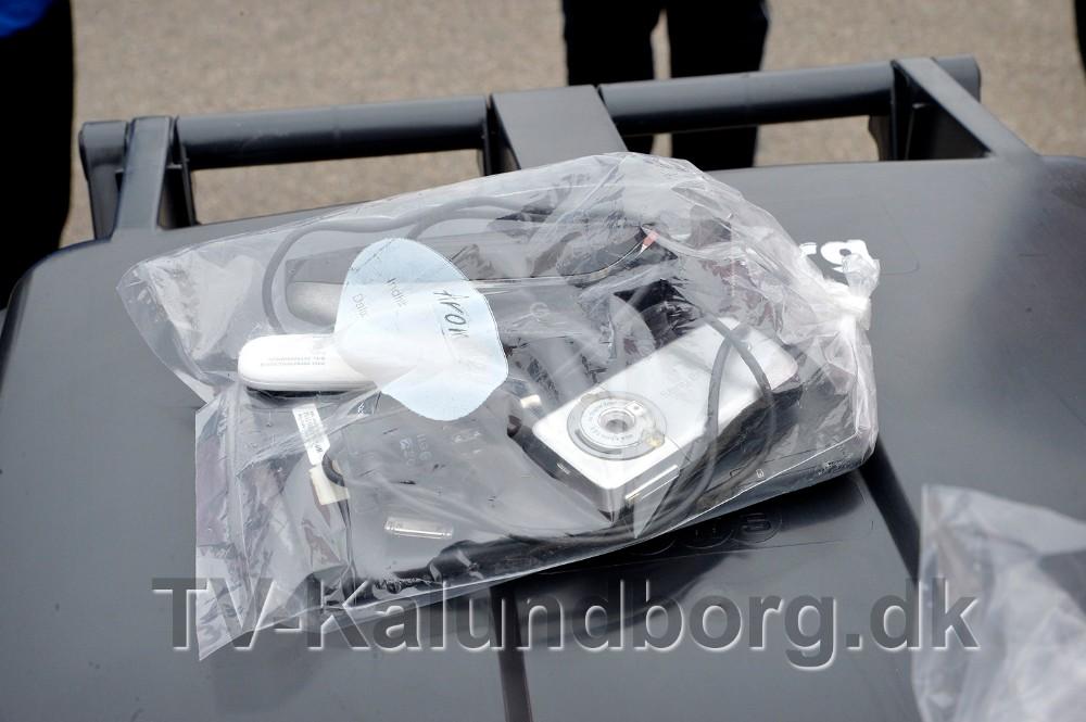 Småt elektronik skal lægges oven på beholderen lige som batterier. Foto: Jens Nielsen