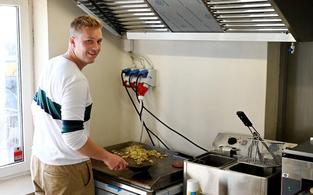 Der er bygget et nyt køkken i Asgers Bar. Foto: Jens Nielsen