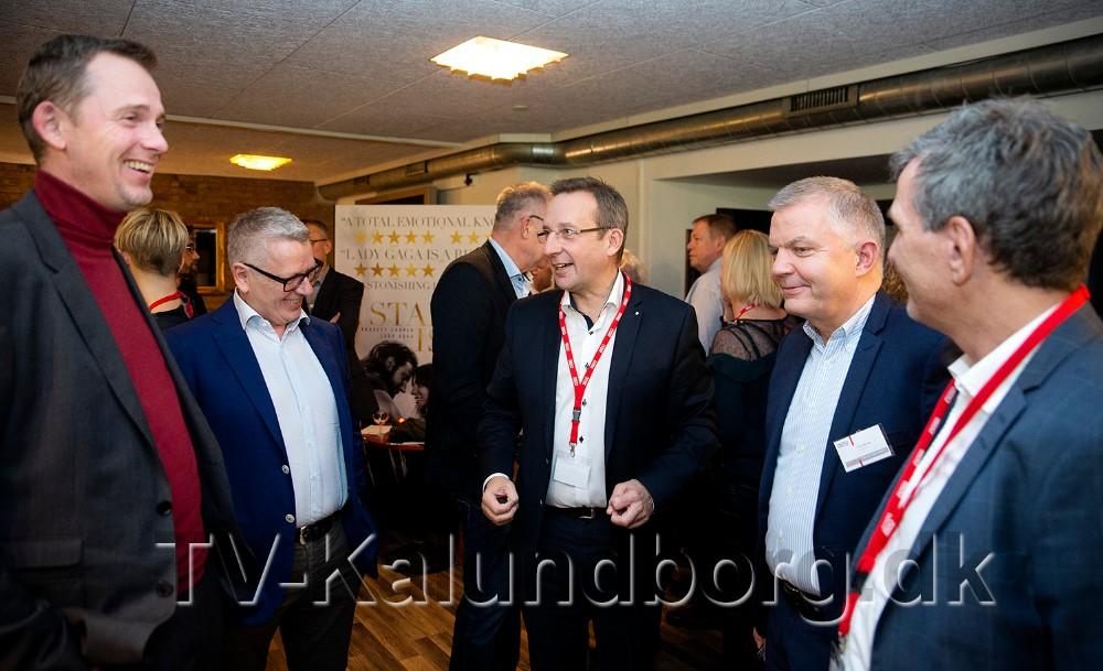 Peter Westergaard sammen med en del af receptionsgæsterne. Foto: Jens Nielsen