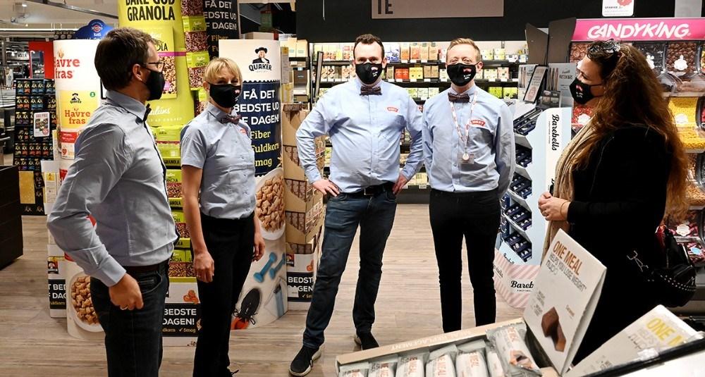 Fra venstre, Thomas- og Maja Helbo Jensen fra FysioCenter Kalundborg, fra Meny Kalundborg, Michael Skovgaard Rasmussen, Peter Egebæk og Marlies Eriksen. Foto: Jens Nielsen