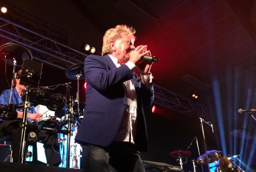 Masser af dansktop musik i Tømmeruphallen lørdag aften. Privatfoto