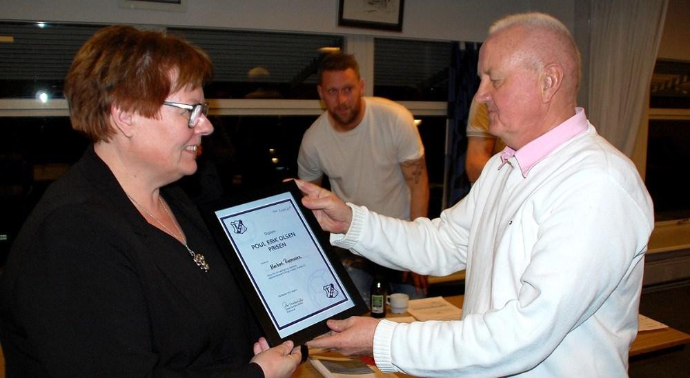 Herbert Rasmussen fik overrakt ´Poul Erik Olsen´ prisen af RGI-formand, Gitte Nordbo Keller. Foto: Kurt Grinderslev
