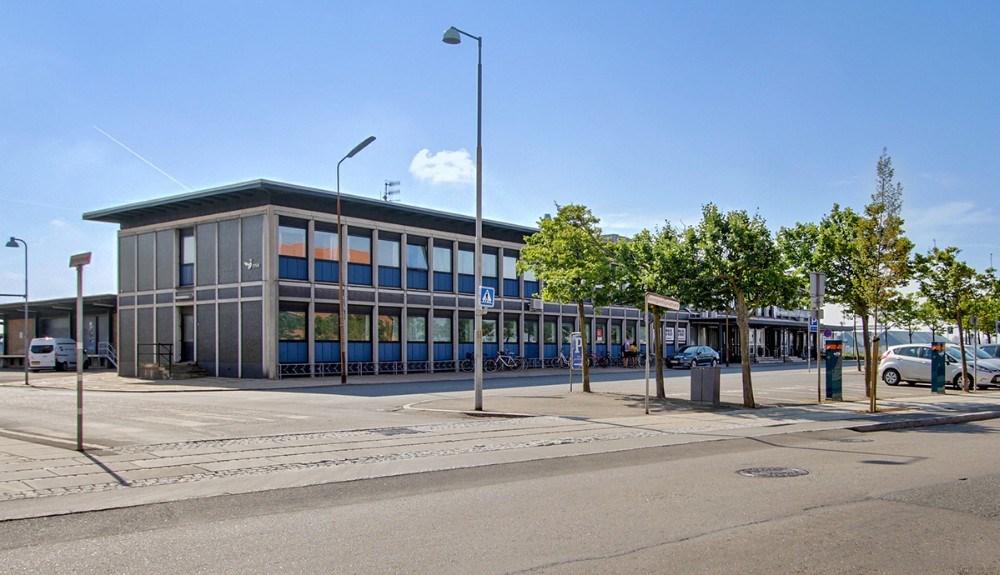 Symb rykkede ind i den gamle Kalundborg Station for et år siden. Privatfoto