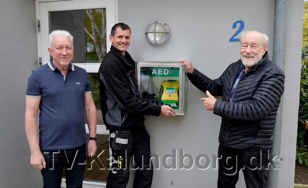 Fra venstre, viceberedskabsinspektør Jørn Rasmussen, Vestsjællands Brandvæsen, ejendomsmester Per Lilholm og formand for KAB Richard Poulsen. Foto: Jens Nielsen