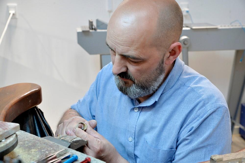 Tomas Vesterskov Lippert i sit værksted. Foto: Jens Nielsen