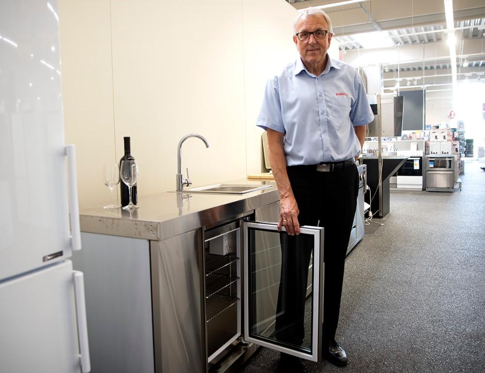 Udekøkkenet har selvfølgelig også et indbygget køleskab. Foto: Jens Nielsen