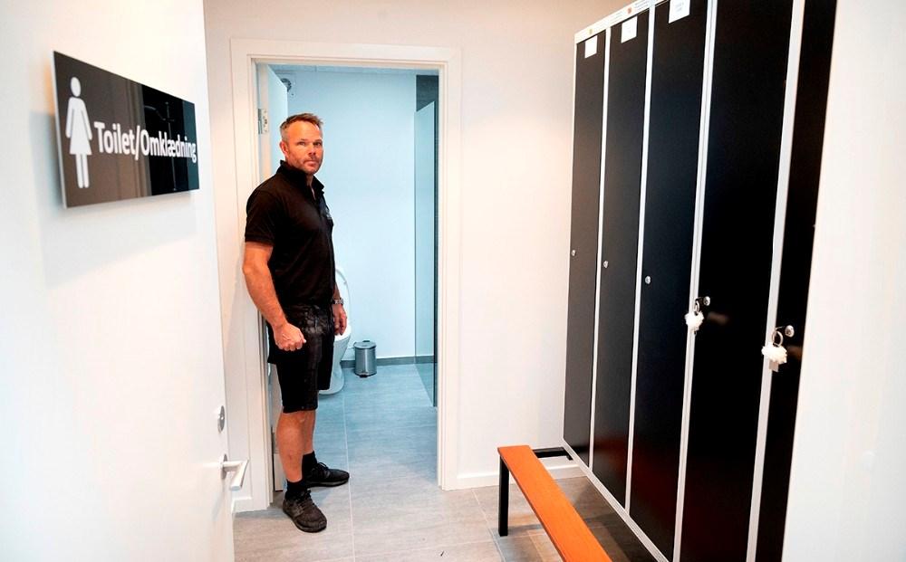 Der er lavet helt nye omklædningsfaciliteter til personalet. Foto: Jens Nielsen