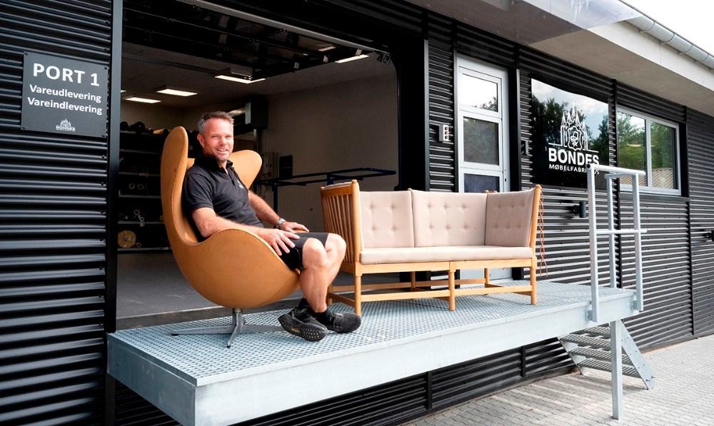 Indehaver af Bondes Møbelfabrik, Jimmy Bonde, inviterer interesserede til at se de nye omgivelser på fredag. Foto: Jens Nielsen